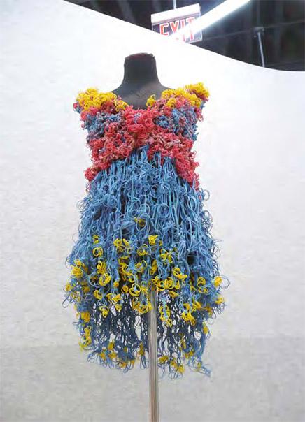 платья из канцелярских резинок маргарита милева 5 (436x604, 80Kb)