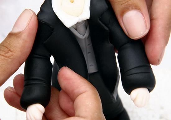 La novia y el novio en el pastel de bodas.  Modelado de masilla de azúcar (57) (550x388, 52Kb)