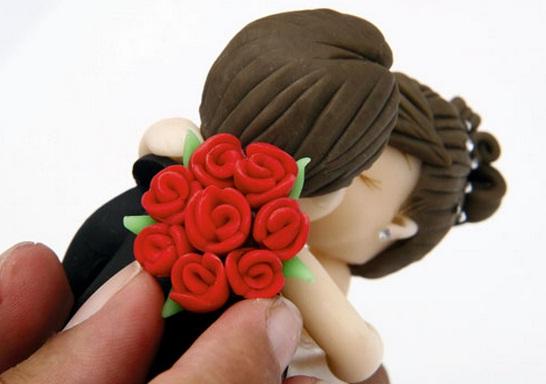 La novia y el novio en el pastel de bodas.  Modelado de masilla de azúcar (75) (546x384, 47Kb)