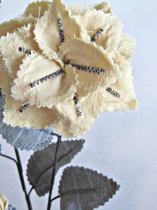 Текстильные цветы и веточки на проволоке и декор вазы тканью (21) (525x700, 95Kb)