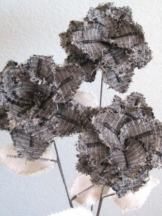 Текстильные цветы и веточки на проволоке и декор вазы тканью (35) (525x700, 131Kb)