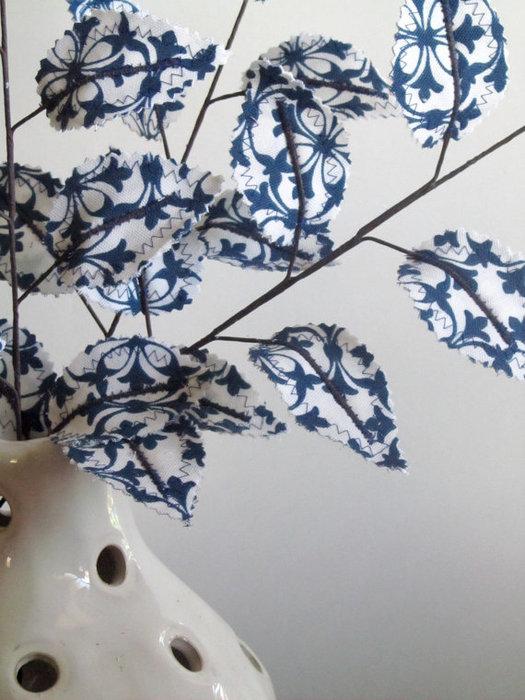 Текстильные цветы и веточки на проволоке и декор вазы тканью (41) (525x700, 92Kb)