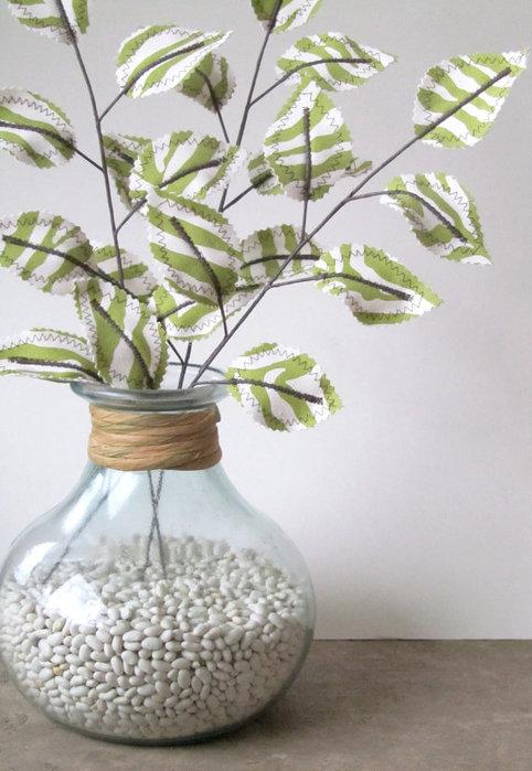 Текстильные цветы и веточки на проволоке и декор вазы тканью (43) (482x700, 76Kb)
