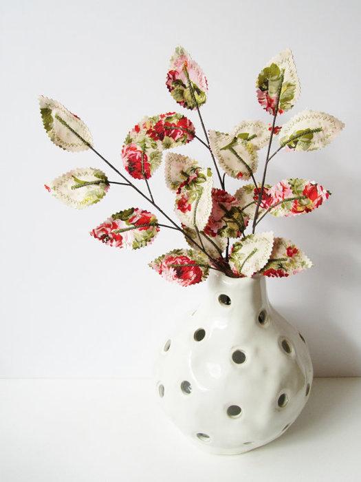 Текстильные цветы и веточки на проволоке и декор вазы тканью (45) (525x700, 60Kb)