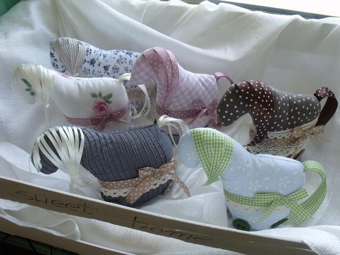 Нежные текстильные лошадки. Фото идея (1) (700x525, 251Kb)