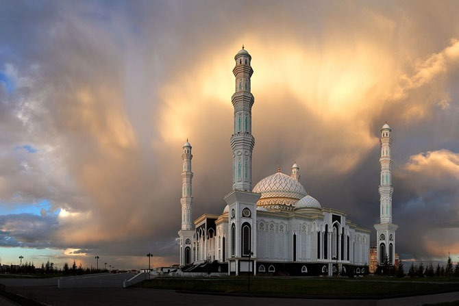 Хазрет Султан – крупнейшая мечеть в Центральной Азии