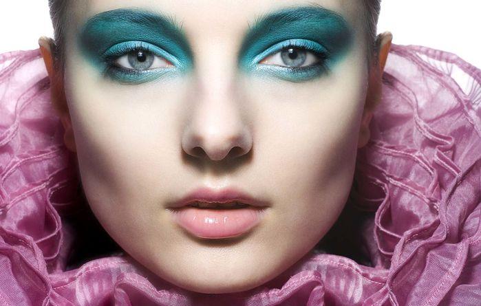 Как меняет макияж людей