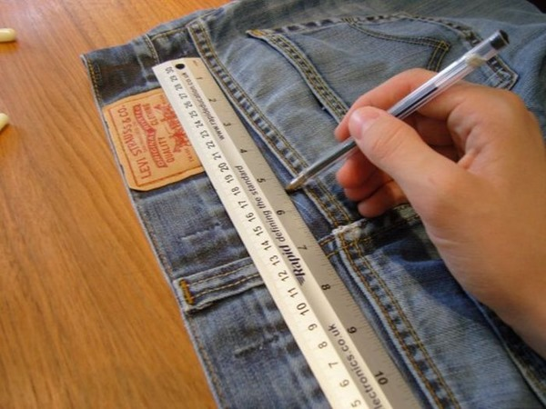 Как сделать чехол для смартфона из старых джинсов