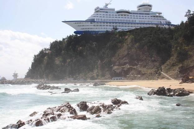 Sun Cruise. Отель в виде корабля на скале в Южной Корее