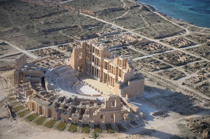 древние руин рима в ливии фото Jason Hawkes 4 (700x465, 134Kb)