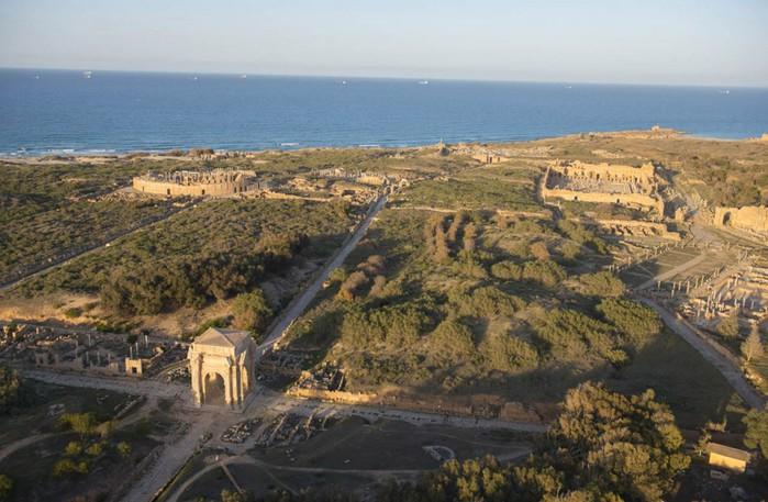 древние руин рима в ливии фото Jason Hawkes 10 (700x457, 99Kb)