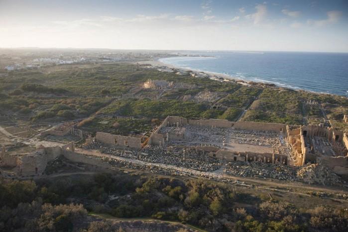 древние руин рима в ливии фото Jason Hawkes 12 (700x466, 88Kb)