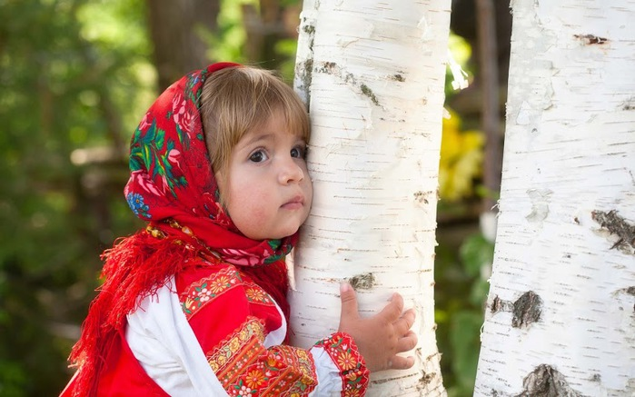 Baby-Girl-Birch-Tree-Summer-1800x2880 (700x437, 99Kb)