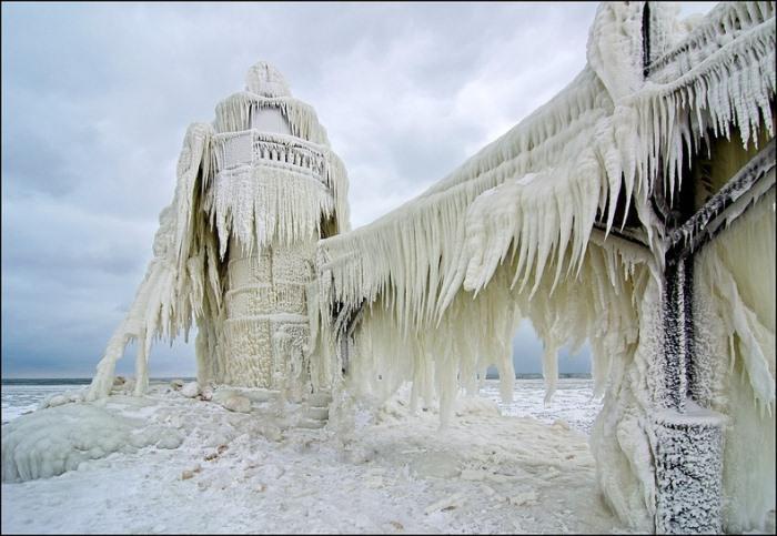 frozen-lighthouses-5 (700x483, 104Kb)