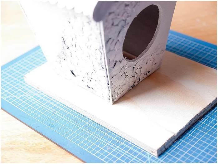 Домик для птички из картона, палочек от мороженого, с мозаикой из яичной скорлупы (25) (700x526, 45Kb)
