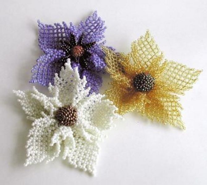 Много полезной информацци про поделки из бисера - схемы плетения из бисера, цветы и деревья из бисера.
