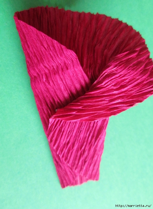 Розочки из вискозных салфеток. Цветочное панно - валентинка (11) (511x700, 256Kb)