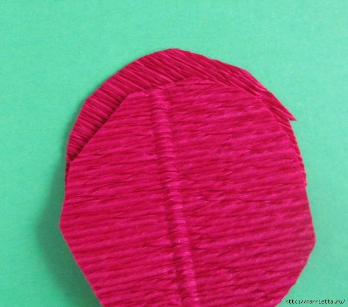 Розочки из вискозных салфеток. Цветочное панно - валентинка (16) (700x618, 294Kb)