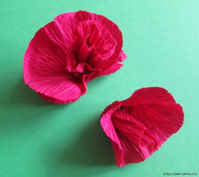 Розочки из вискозных салфеток. Цветочное панно - валентинка (18) (700x623, 282Kb)