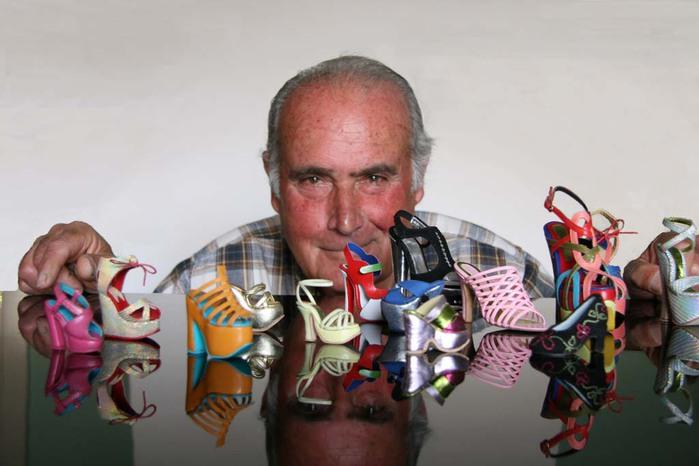 миниатюрные туфли Мануэль Бордера (700x466, 70Kb)