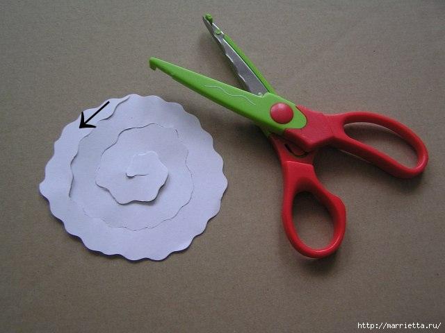 Декорирование абажура розочками из бумаги (7) (640x480, 108Kb)