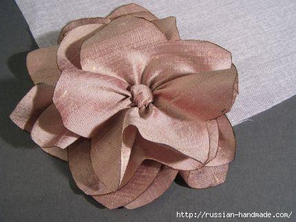 Как сделать цветочек из шелка и органзы. Мастер-класс (18) (430x323, 76Kb)