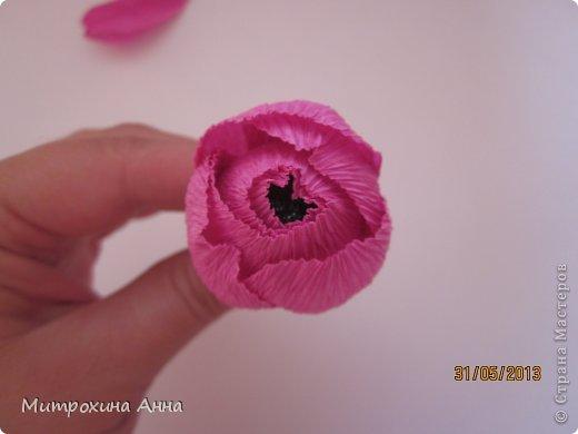бутоны роз из гофрированной бумаги. мастер-класс (17) (520x390, 18Kb)