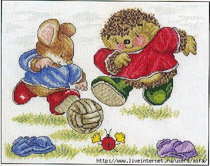 Ёжик и мышонок футболисты.