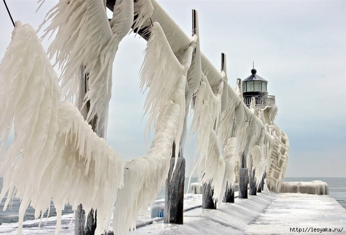 3925073_frozenlighthouses6 (700x475, 174Kb)