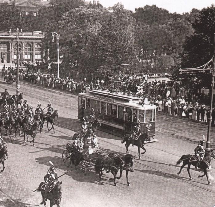 Первый трамвай.  Трамвайное движение в Санкт-Петербурге было открыто 29 (16) сентября 1907 года.  К концу 1980-х...