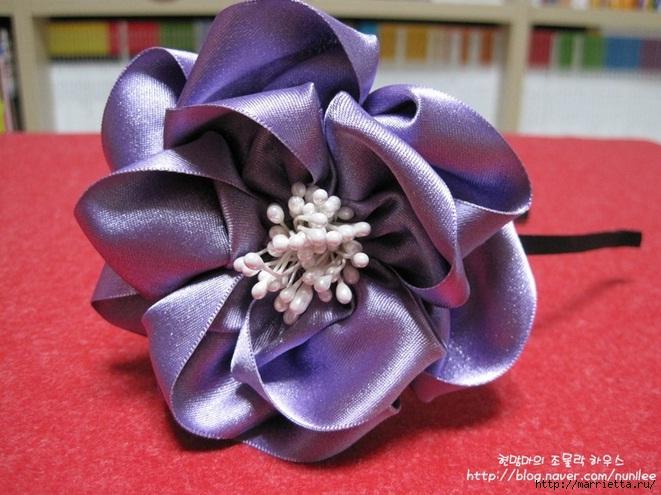 Украшения своими руками. Стильные цветы из атласных лент (15) (661x495, 207Kb)