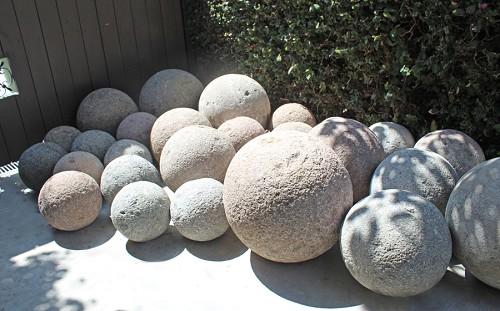 Bolas decorativas feitas de cimento para o jardim.  Oficina de idéias (1) (500x311, 58Kb)