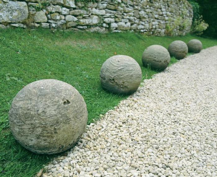 Bolas decorativas feitas de cimento para o jardim.  Idéias e master class (13) (700x570, 93KB)