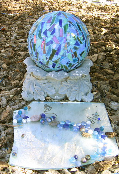 Bolas decorativas feitas de cimento para o jardim.  Idéias e master class (15) (400x583, 138KB)