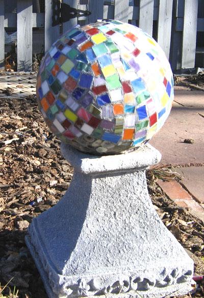 Bolas decorativas feitas de cimento para o jardim.  Idéias e master class (20) (400x586, 134KB)