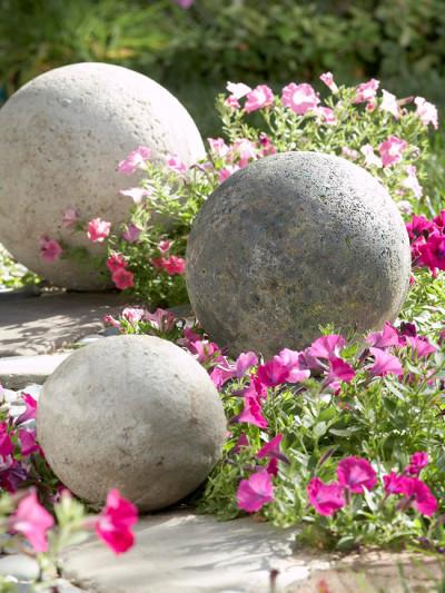 Bolas decorativas feitas de cimento para o jardim.  Idéias e master class (34) (400x533, 103KB)