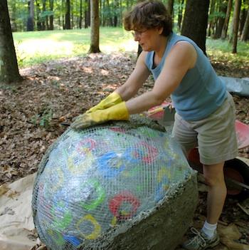 Bolas decorativas feitas de cimento para o jardim.  Idéias e master class (40) (350x351, 69KB)