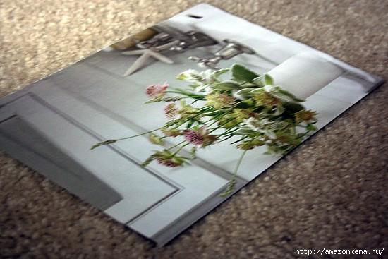Как сделать сумочку для подарка из журнальных страниц (2) (550x367, 122Kb)