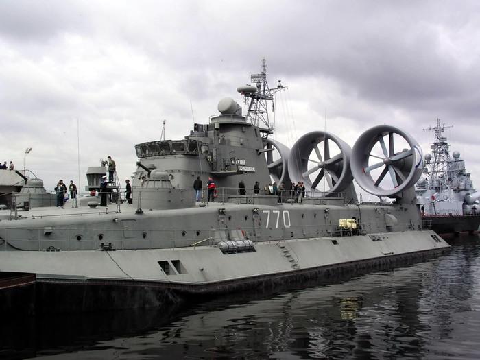 Корабль амфибия (700x525, 94Kb)