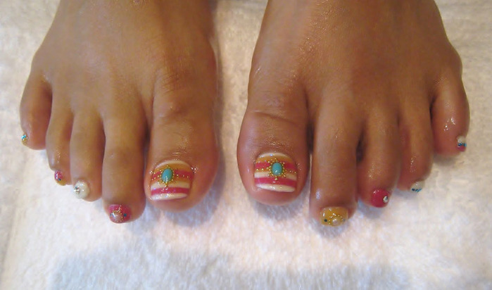 modnyj_pedicure_2012_foto_10 (700x412, 73Kb)