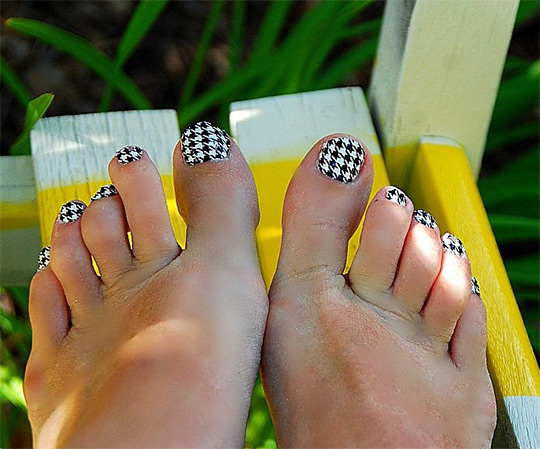 modnyj_pedicure_2012_foto_28 (540x449, 96Kb)