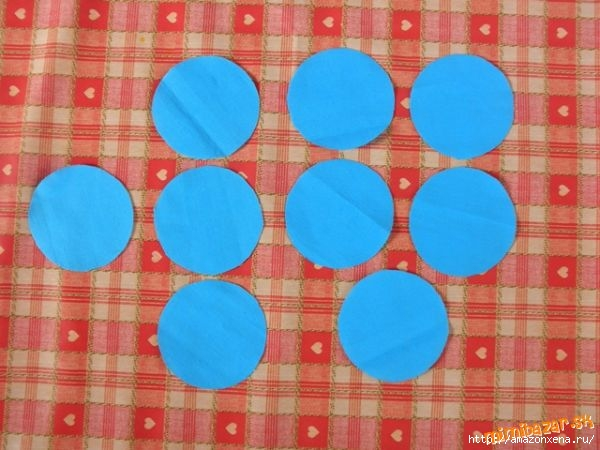 Мастер-класс по созданию цветочков из ткани для украшения детской одежды (2) (600x450, 149Kb)