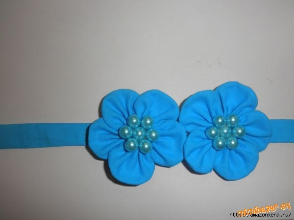 Мастер-класс по созданию цветочков из ткани для украшения детской одежды (21) (600x450, 75Kb)