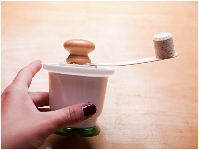 Винтажная кофемолка из картона. Мастер-класс. Супер! (36) (700x526, 26Kb)