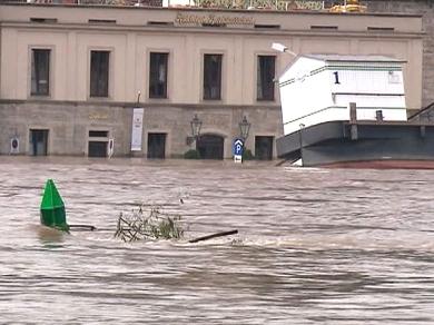Дрезден в воде (390x292, 98Kb)