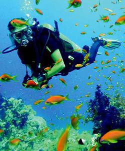 Подводный дайвинг: баллон высокого давления не такой уж и легкий.