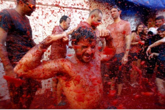 фестиваль ла томатина испания 4 (700x467, 85Kb)