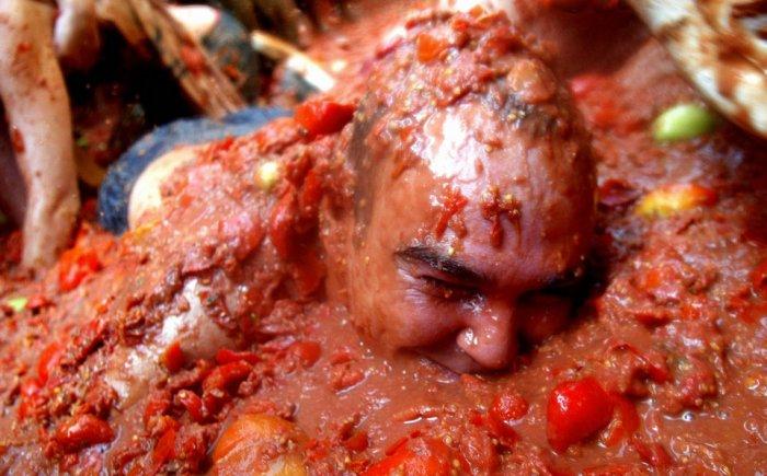 фестиваль ла томатина испания 10 (700x435, 74Kb)
