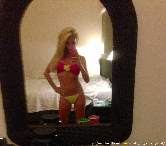 Фото красивая блондинка фоткает сама себя из зеркала фото 124-568