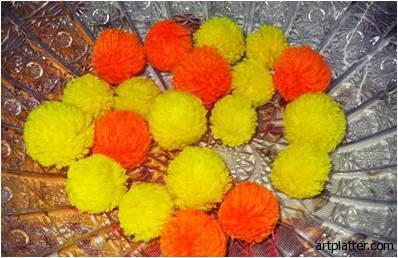 Цветы из помпонов для создания цветочной композиции (5) (398x258, 38Kb)